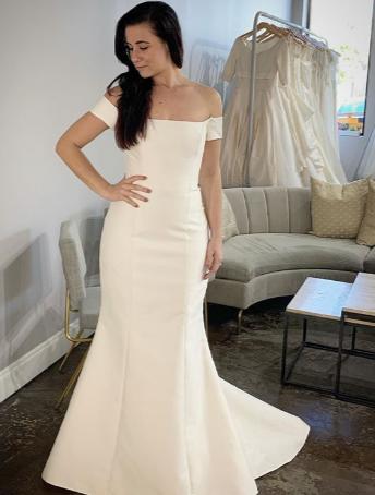 greta carolina herrera wedding gown