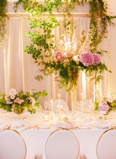tablesetting with white gold pink and greenery details