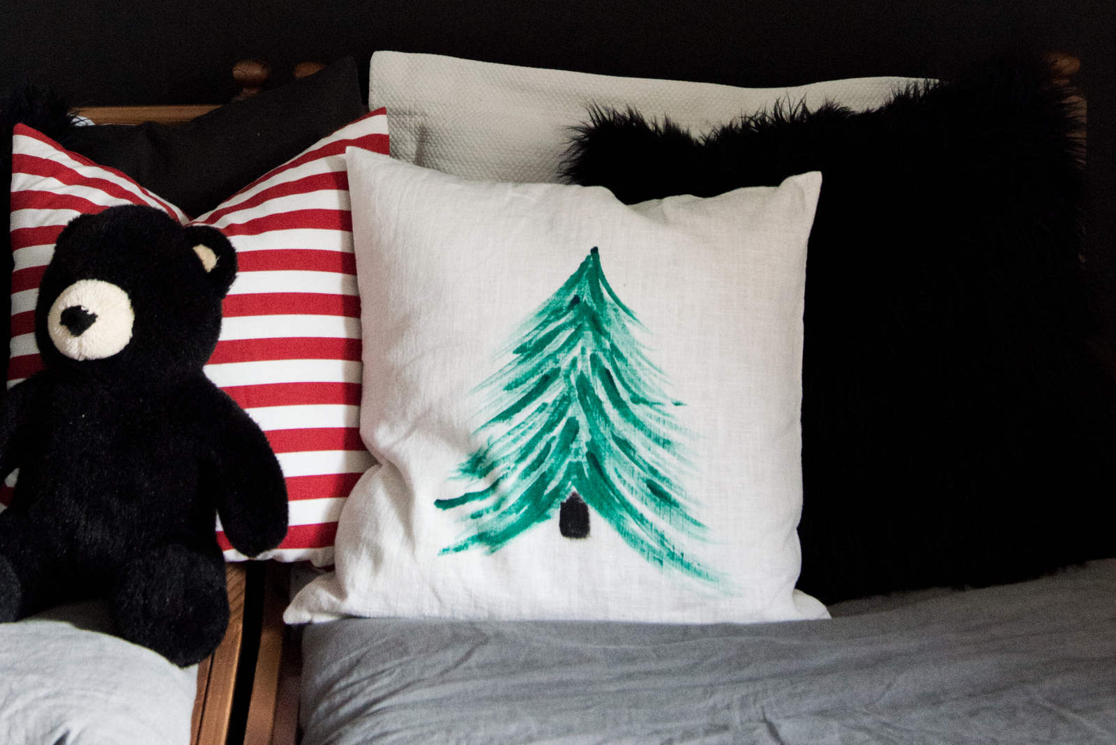 Valentina-Fussell-Christmas-DIY-Pillow.jpg