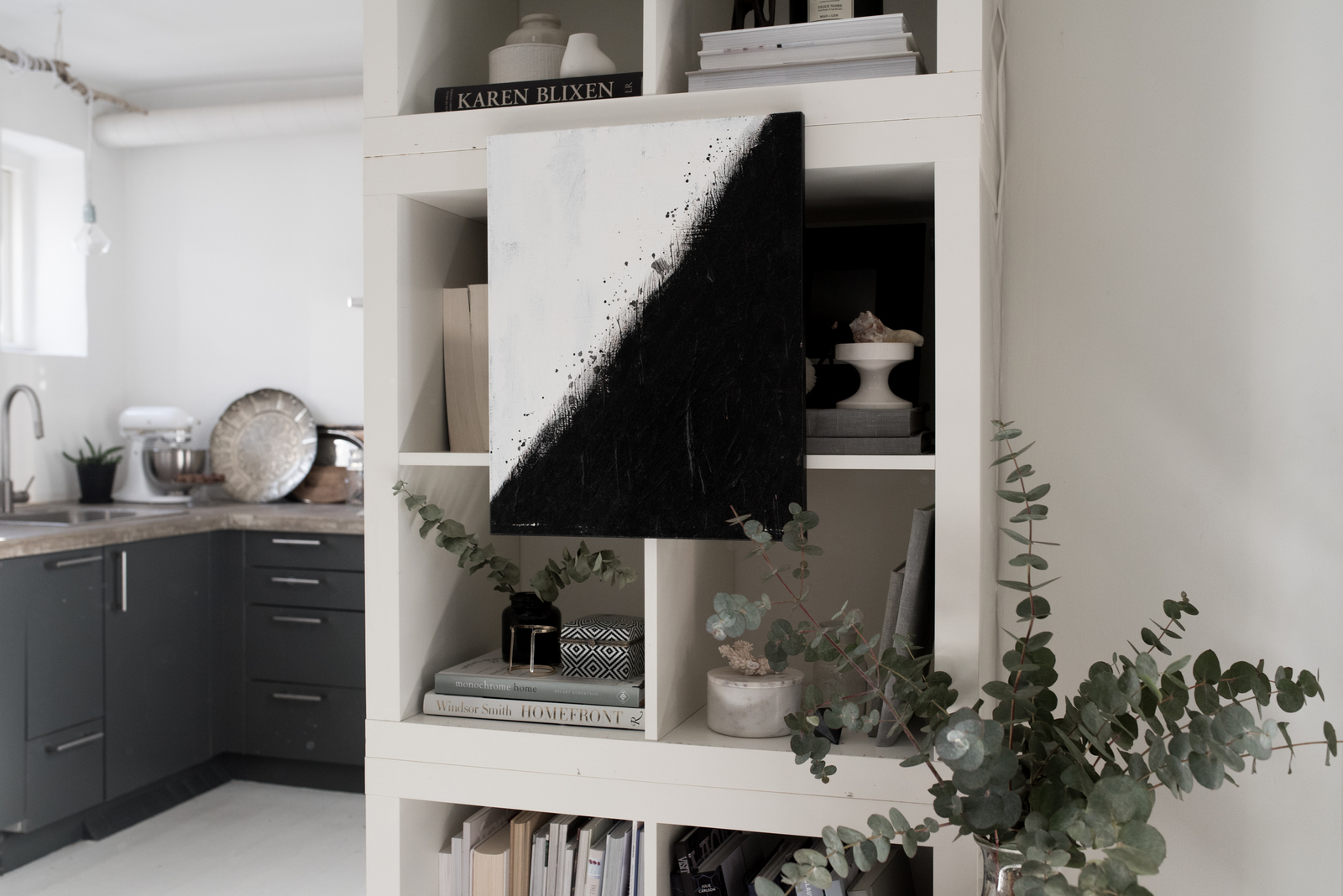 Valentina-Fussell-Bookshelf-3.jpg
