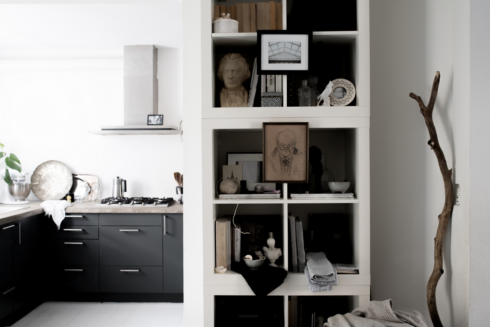 How-to-Style-an-IKEA-Shelf-by-House-of-Valentina.jpg
