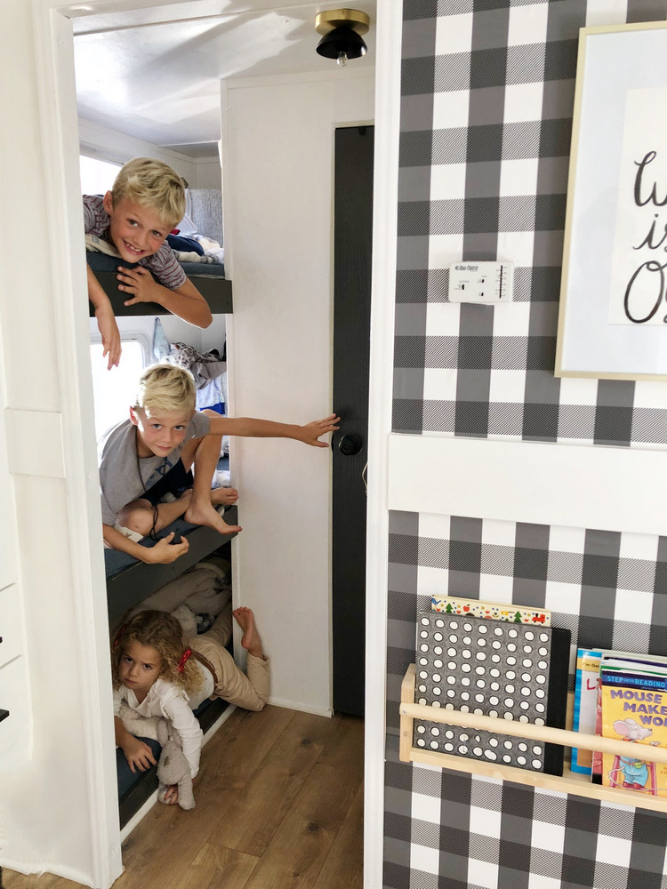 how-one-family-of-five-lives-happily-in-a-180-square-foot-rv-5a5cb79722e9090844bfba6d-w1000_h1000.jpg