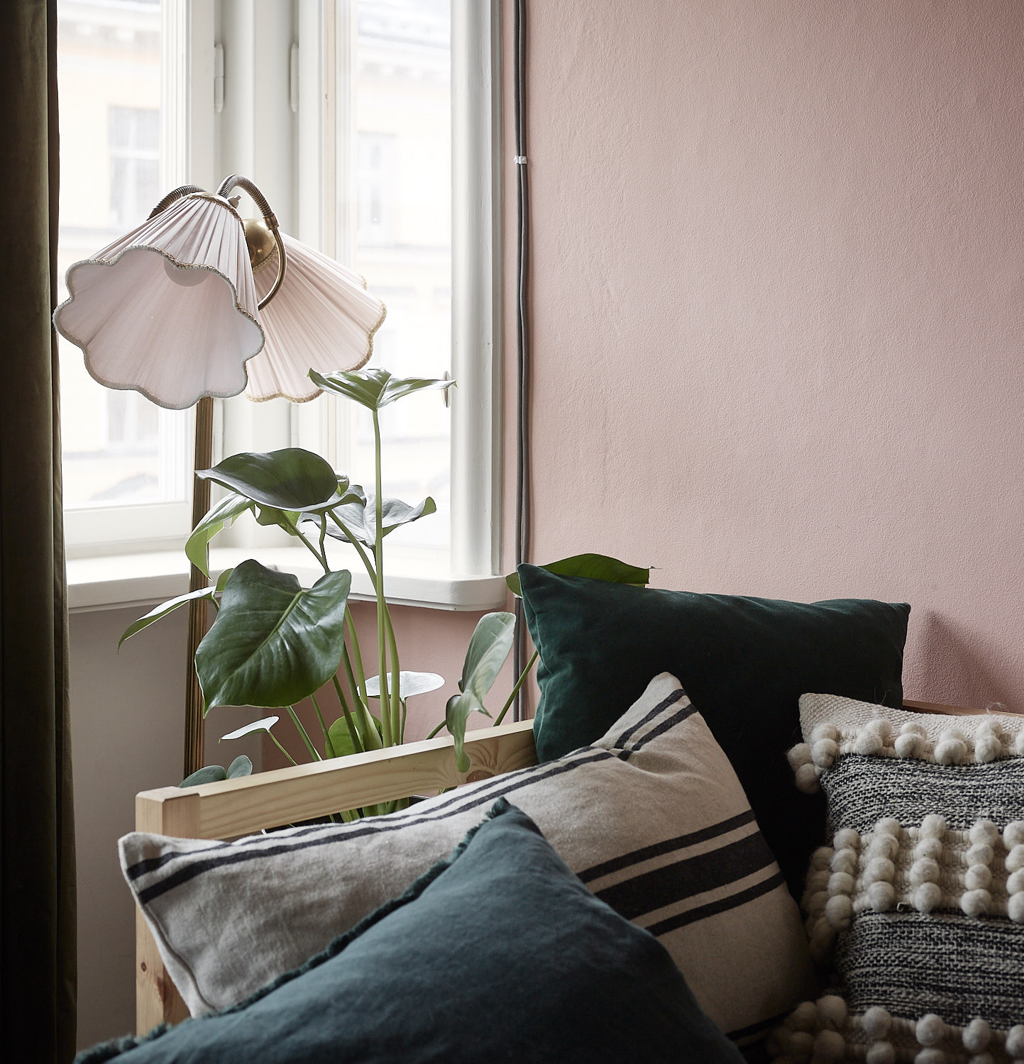 7. Mix Textures and Colors To Make Your Pillows More Interesting