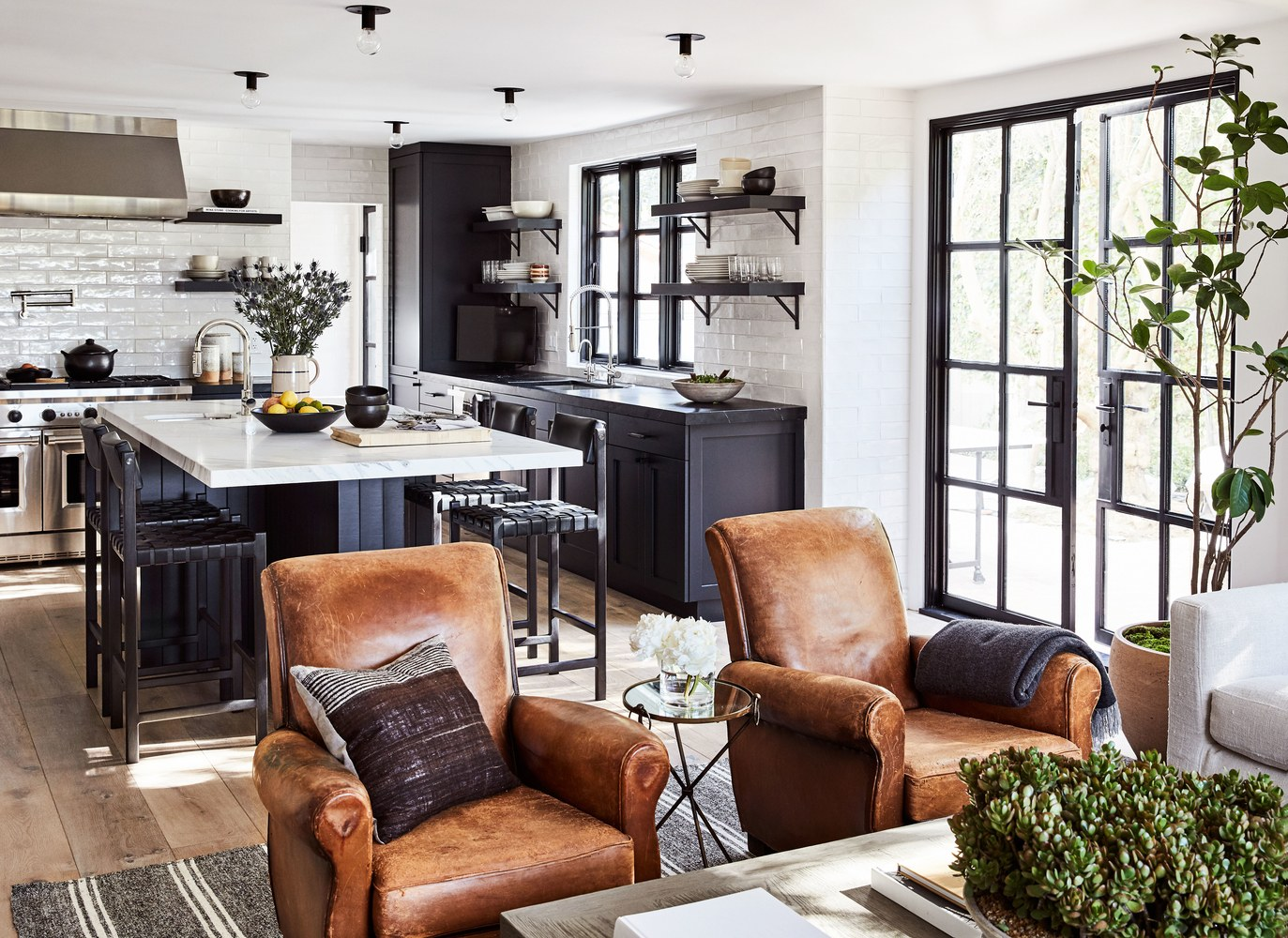 Go black in the kitchen - It's dramatic and elegant