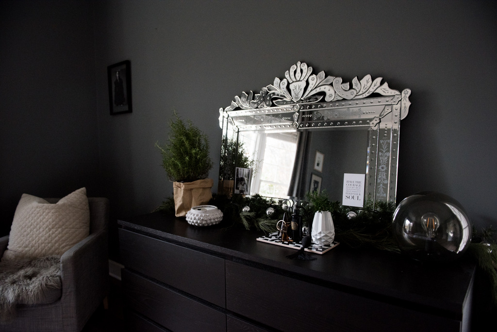 Christmas Master Bedroom    House of Valentina-6.jpg