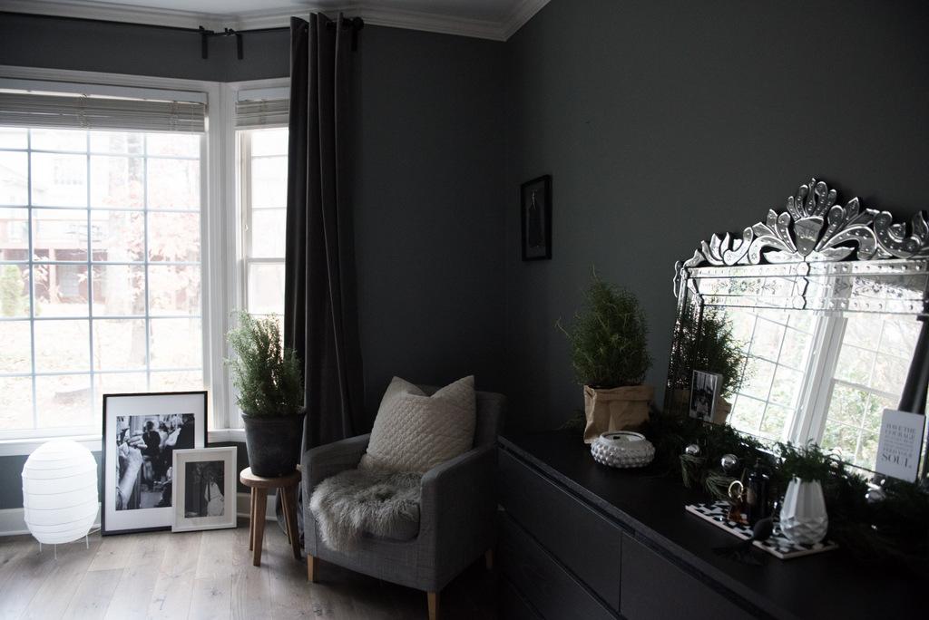 Christmas Master Bedroom    House of Valentina-8.jpg