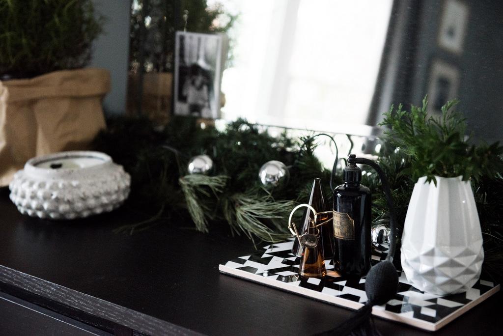 Christmas Master Bedroom    House of Valentina-12.jpg