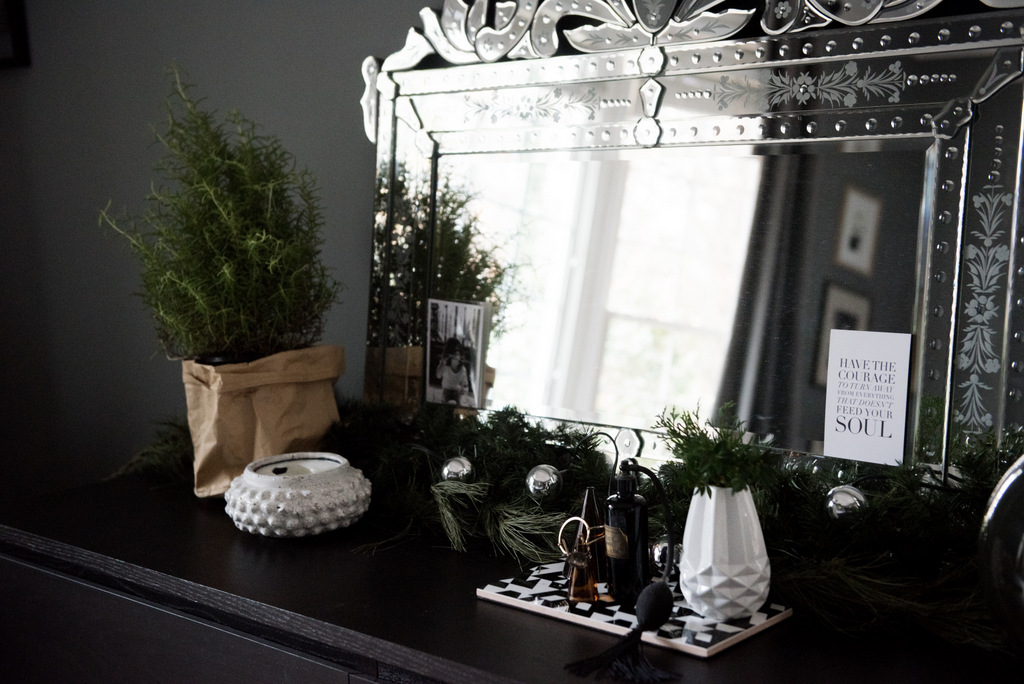 Christmas Master Bedroom    House of Valentina-13.jpg