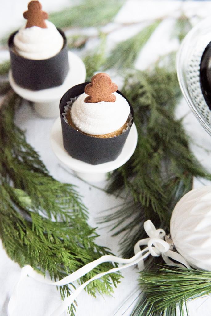 Christmas gingerman cake  | House of Valentina-4.jpg