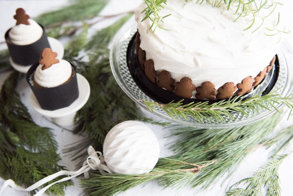 Christmas gingerman cake  | House of Valentina-2.jpg