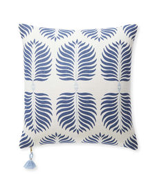 Dec_Pillow_Granada_20x20_Blue_0929_Crop_SH.jpg
