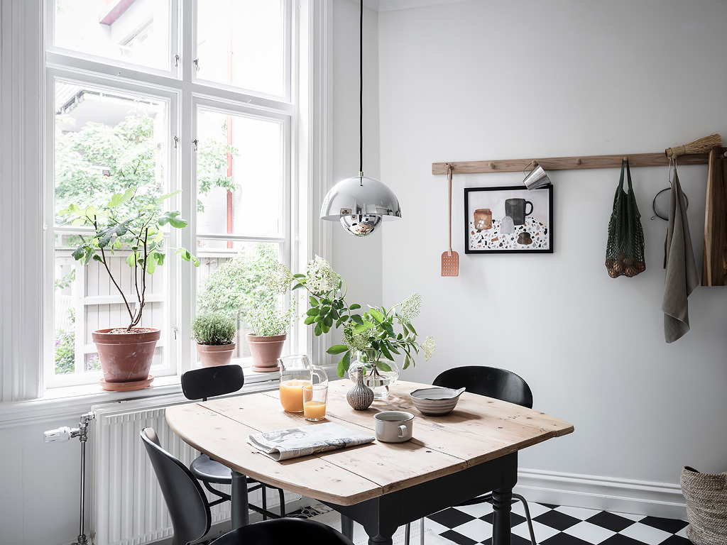 Focus the room around the natural light source so your eye gravitates towards it