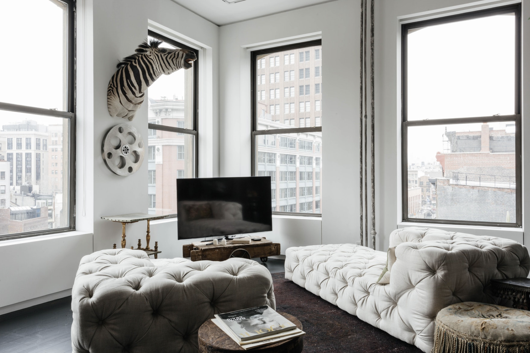 Cool Modern Stay in NY | House of Valentina