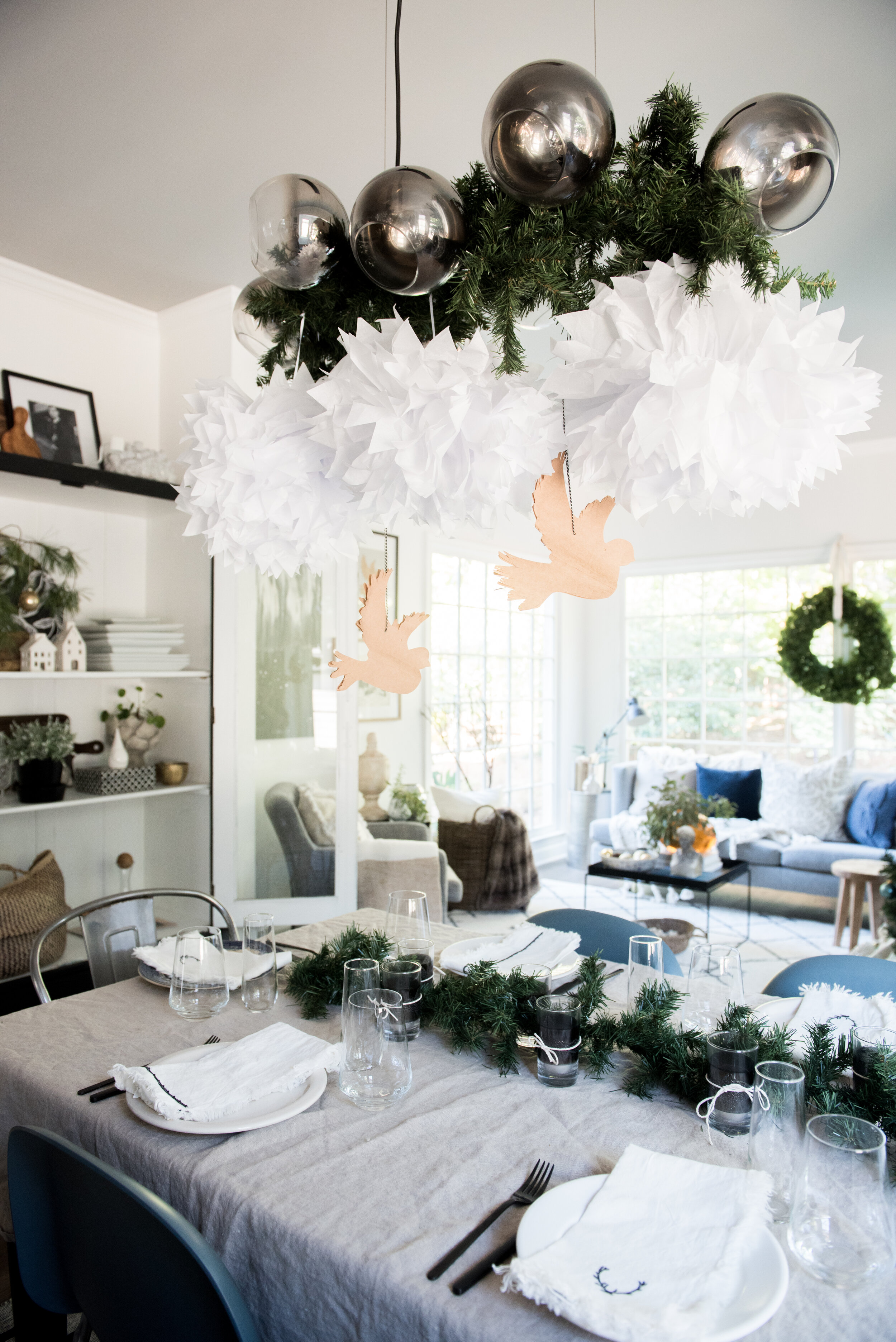 Free Dining Room Holiday Decor Ideas Set Your Table Decorate 25 Day Christmas Countdown Day 10 House Of Valentina