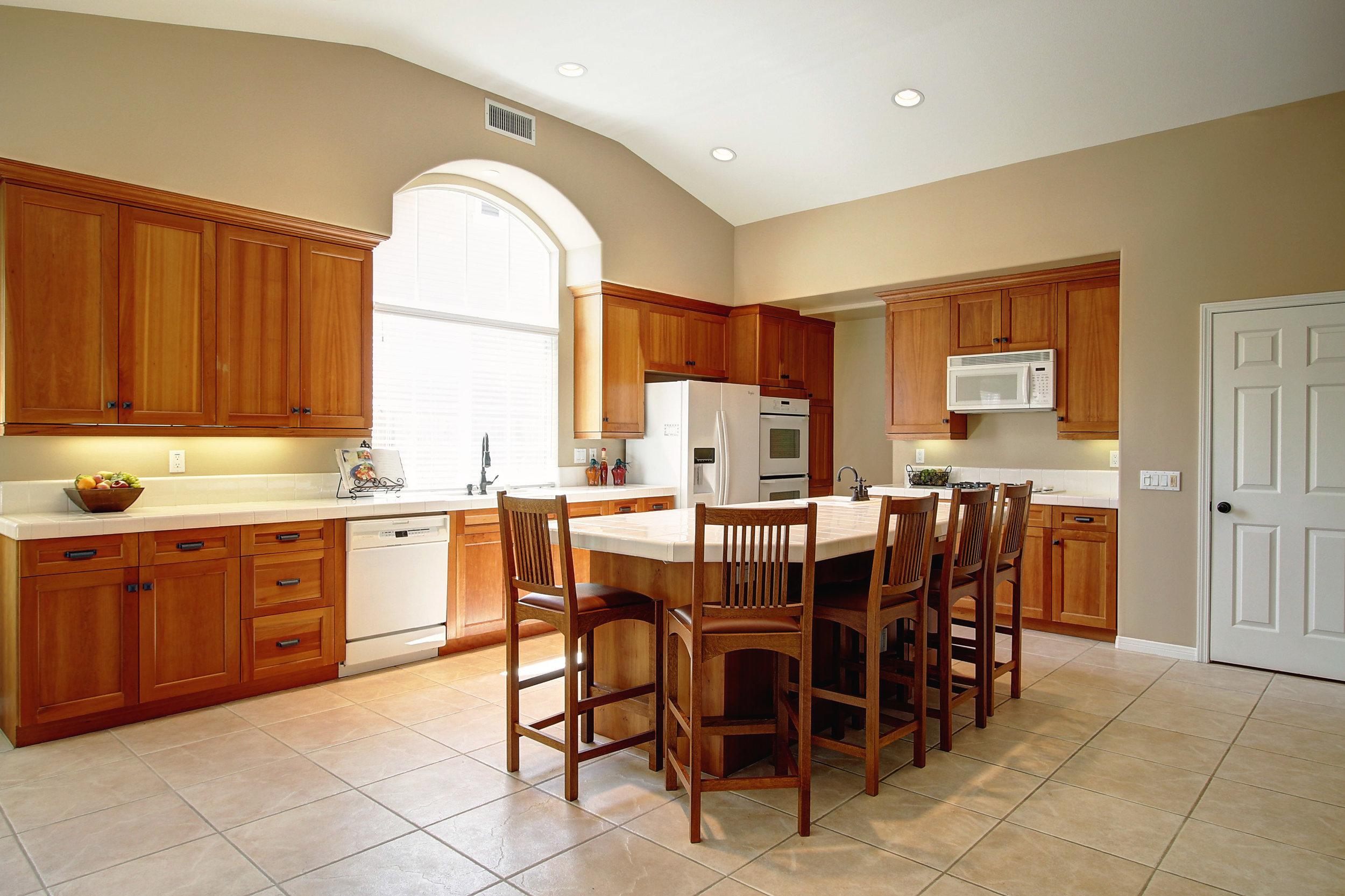 Kitchen island.jpg