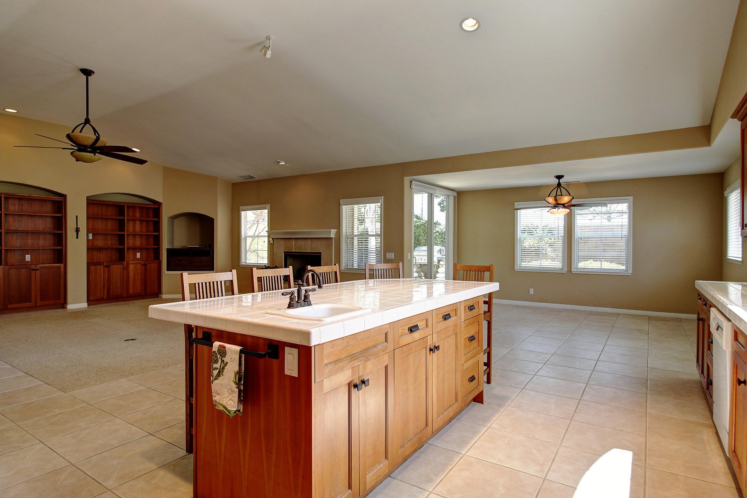 Kitchen to breakfast area.jpg