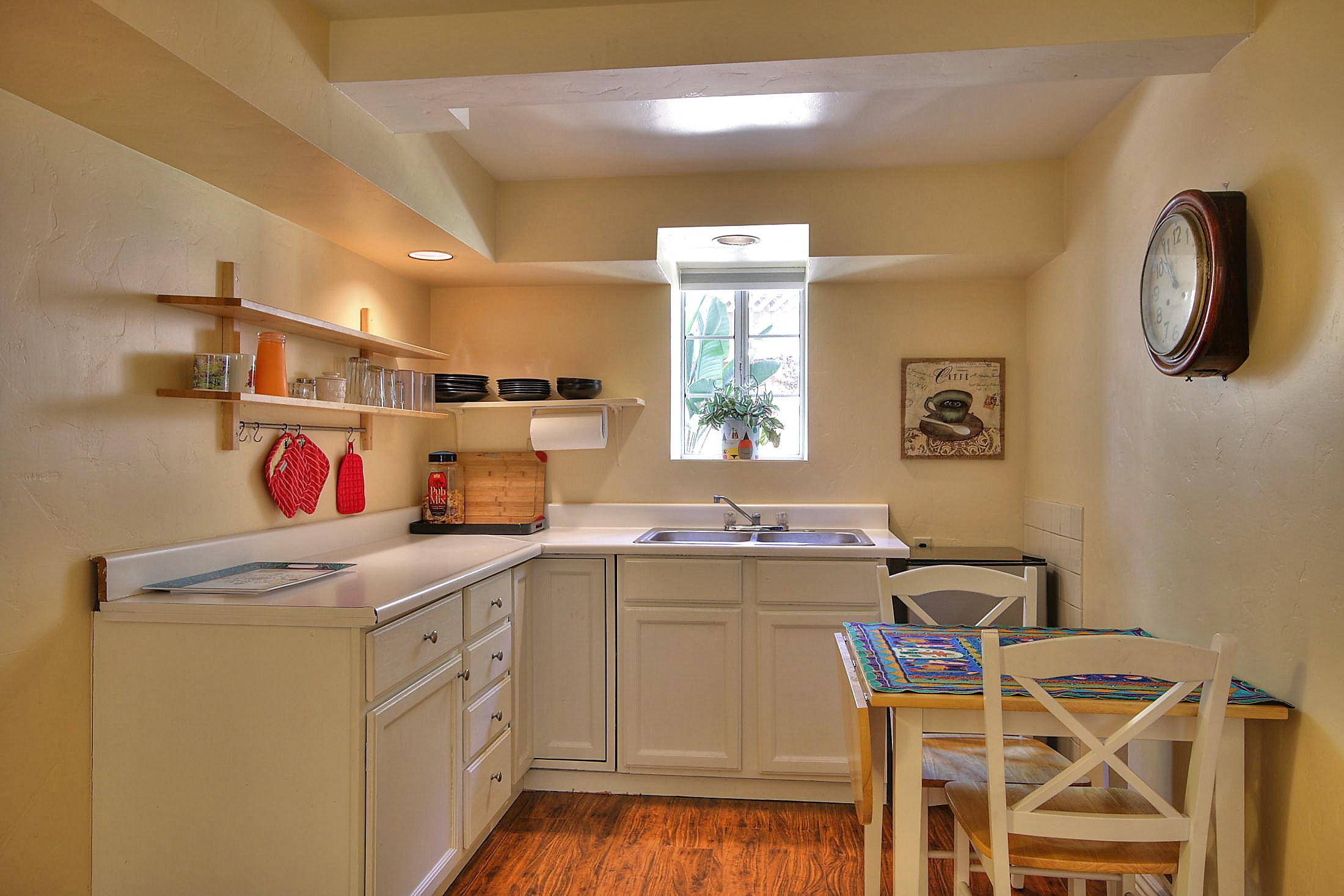 Downstairs FR kitchenette.jpg