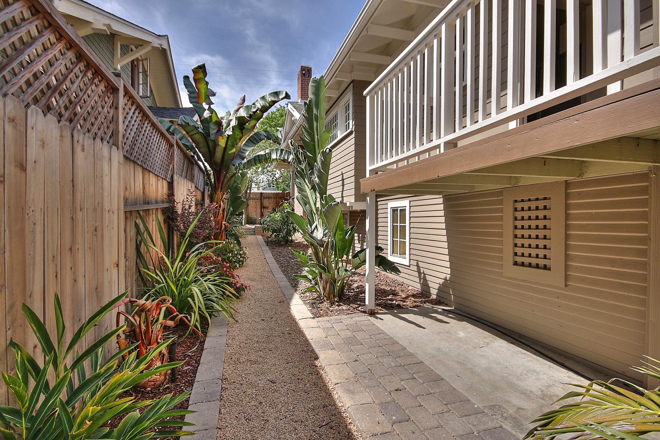 Side walkway landscaping.jpg