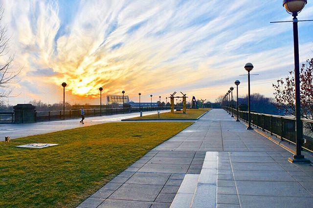 Indy Canal Walk 🌞 • • #canalwalk #indianapolis #nikon #nikonphotography #nikon7200 #nikonusa #nikkorlens #vrlens #dslr #dslrtechnology #iso #abc7eyewitness #cmosensor #imagesensor #sevenfps #afsdx #exspeed #fotonation #fullframe #hdmi #sdxc #snapbridge