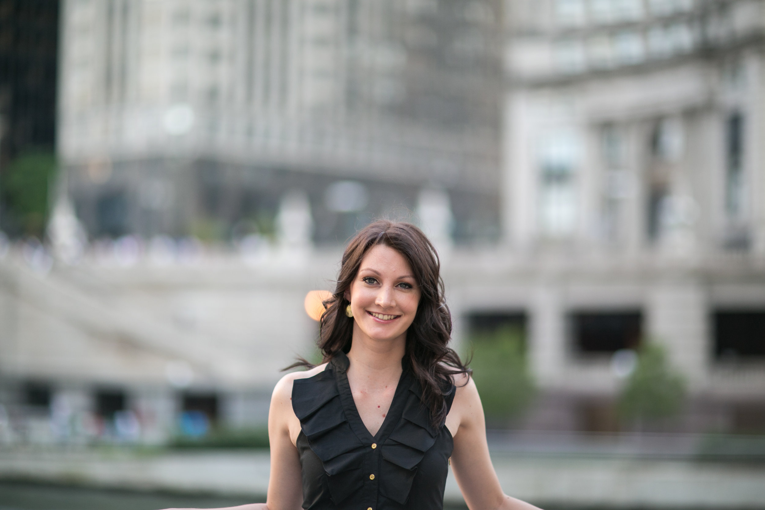 Lisa Russell Headshot 1.jpg