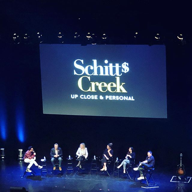 Last night I laughed so hard I cried.  It was just me, two glasses of red wine and, well, the other 1800 people in @thewiltern for @schittscreek Up Close & Personal.  If you aren't already obsessed with the show, then I know exactly how you should be spending this work-free Monday. 🖤