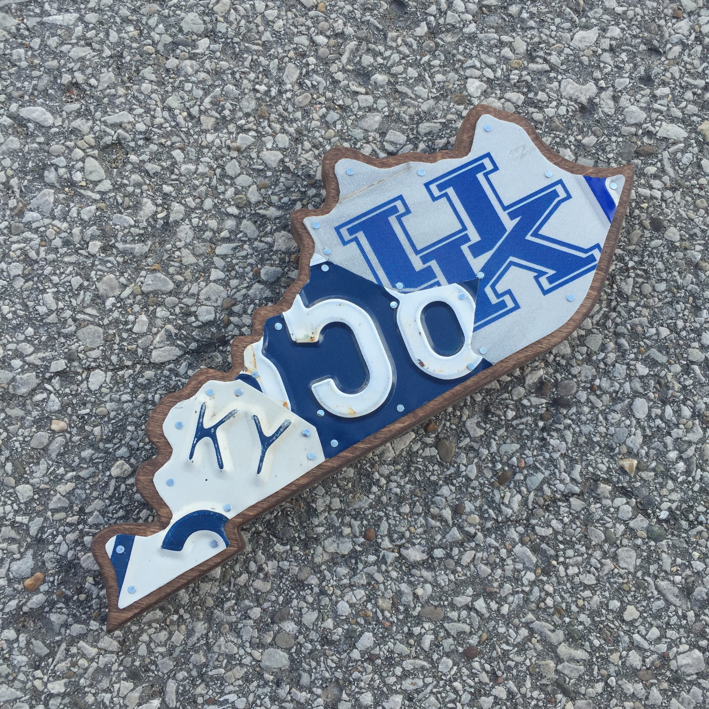 KY SMALL KENTUCKY CATS - SIZE: 11 x 5 in.