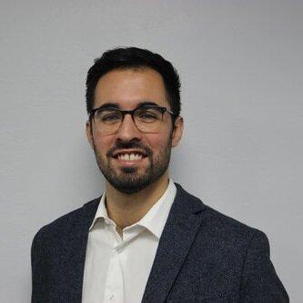 """Shaper Activo en PTY   PERFIL PROFESIONAL  Andrés es un ingeniero mecánico, becario de la SENACYT, egresado con distinción del Worcester Polytechnic Institute. Realizó una maestría en Tecnología de Energías Renovables de la Universidad Tecnológica de Delft, en Países Bajos.  Actualmente labora como ingeniero de ventas y gestor de proyectos para La Casa de las Baterías, desarrollando proyectos de energía solar fotovoltaica en Panamá.  Andrés es cofundador de ACTA y fellow del GUD, un """"action think tank"""" que, siendo parte de la red de Zonas de Innovación Sostenible, busca posicionar a Panamá como la ciudad más sostenible de Latinoamérica impulsando proyectos comerciales, sociales y gubernamentales.  Correo Electrónico:  andfleiro@gmail.com"""