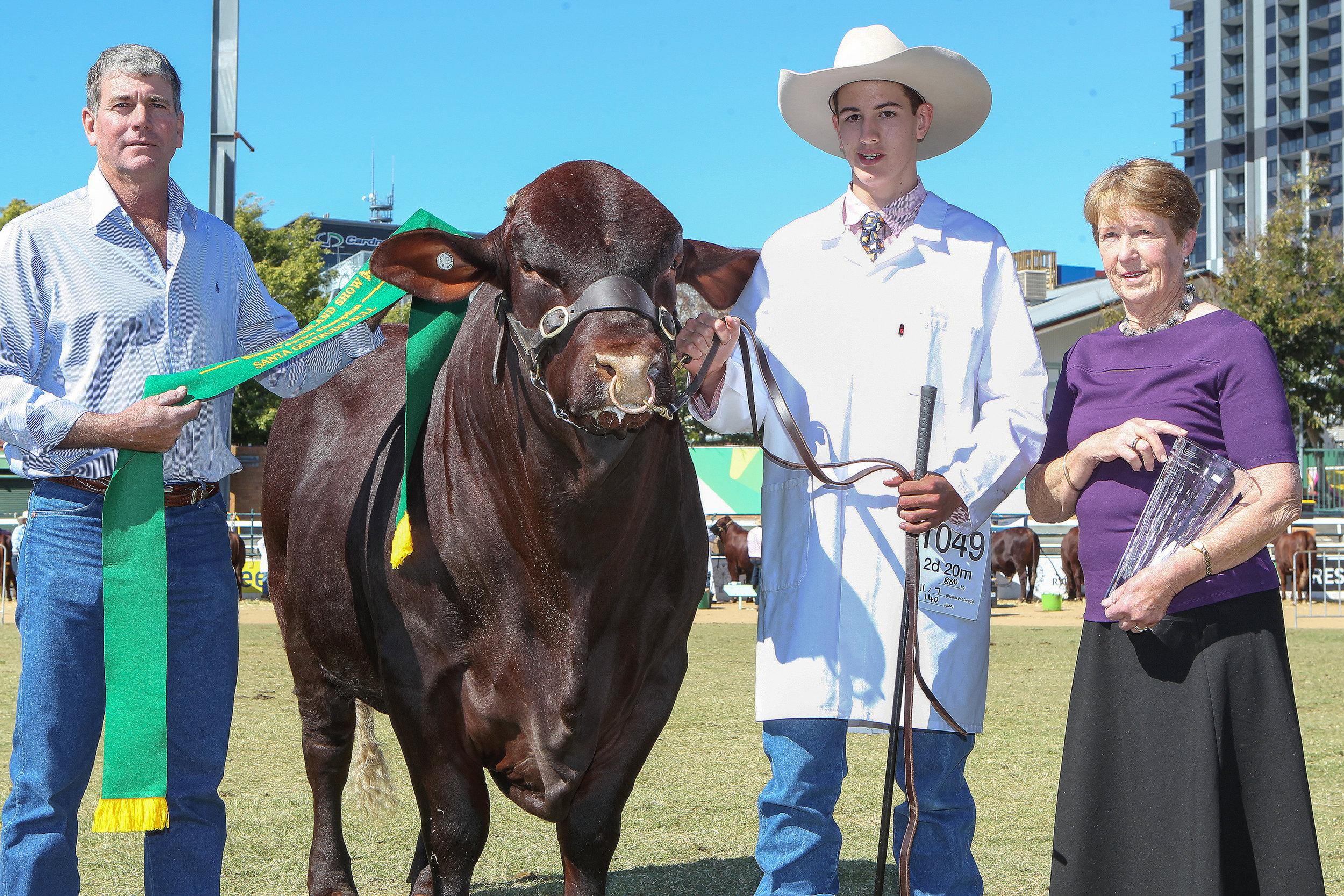 Waco Mustang M170 (P)- Reserve Junior Champion Bull awarded the Graeme Ferguson Memorial Trophy sponsored by Heartland SG Breeders Group. Ribbon presented by Malcolm Gatsby, Trophy presented by Mrs Margaret Ferguson, bull led by Howy Bassingthwaighte.