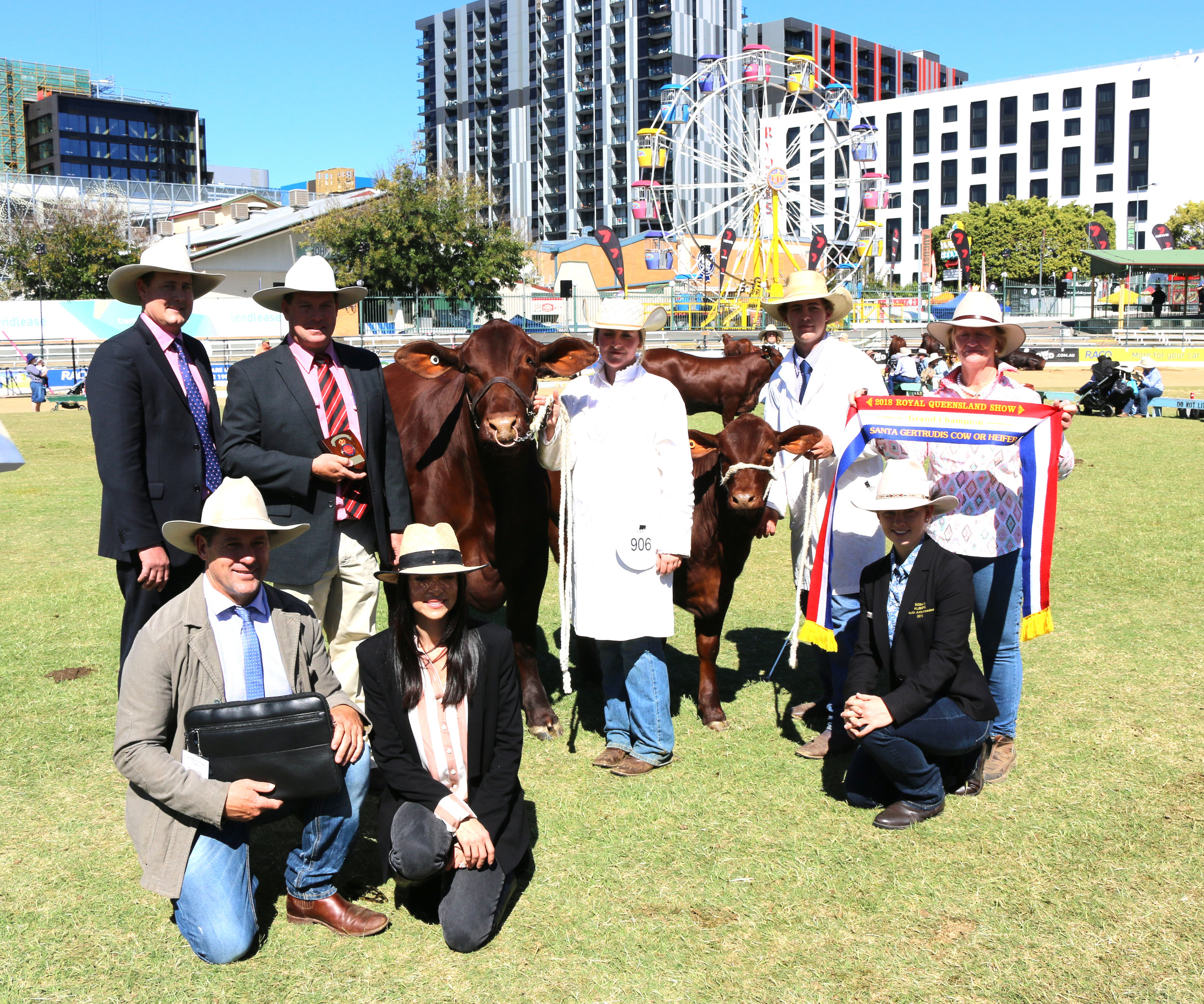 Grand Champion Cow Yarrawonga Gypsy M459 (P). Andrew & Fiona Bassingthwaighte receiving the Big S Group Trophy with Judge Tom Baker, Michael Smith from Elders & ribbon presented by Karen Mayes.