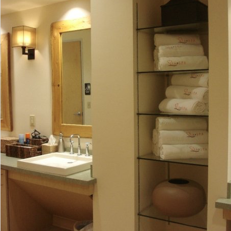 The women's dressing room at SIA. Photo courtesy of SIA Spa.