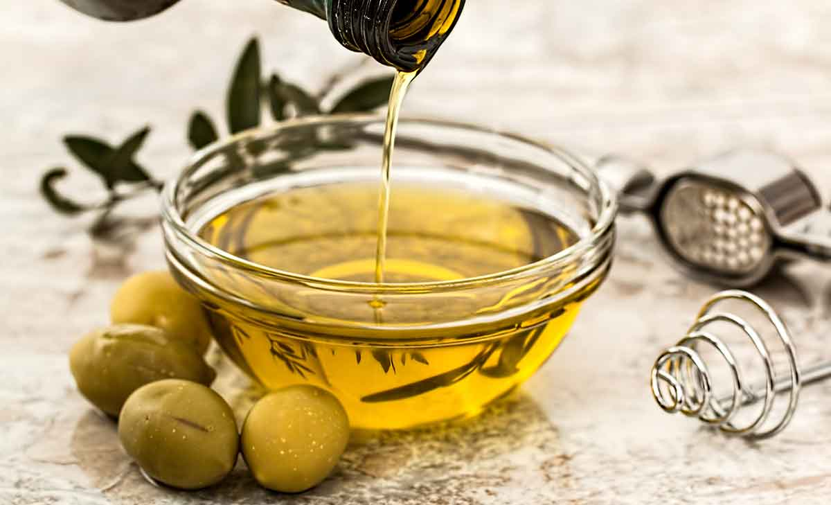 Best and worst oils that make you fit or fat - It's a jungle out there! There is certainly no shortage of choice when it comes to perusing the supermarket aisle stocked with cooking oils. But, where do you start? Which ones stack up best for your health? And which ones should you be avoiding?