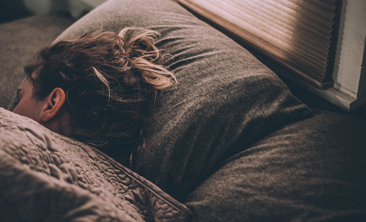 Seven best tips to fall asleep quickly - Inadequate sleep can have a big impact on your weight, as well as how you function, feel and think. Here are seven tips to improve your sleep.