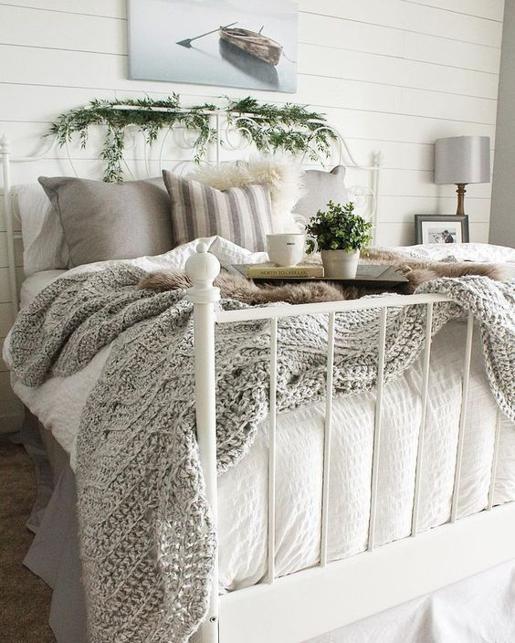 I love this cozy bedding and lovely holiday touches.