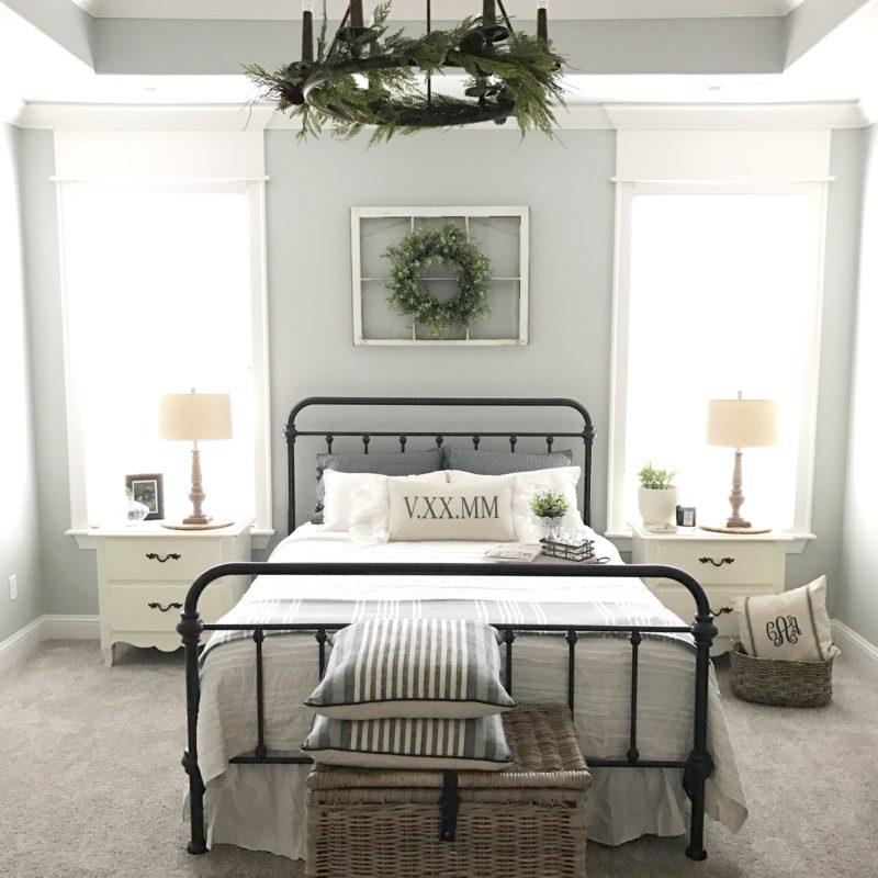 I love this  Farmhouse decor room , don't you?
