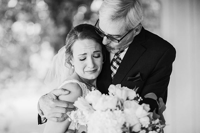 Here's one of my favorite DAD moments from Brittney's wedding at Brown farms. They did a first look too, and it was way too sweet! Happy Father's Day to all the wonderful Dads out there! 💖💖 . . . . #fathersday #dad #meeting #brownfarms #getbrownonit #lynnvilletn #brownfarmsevents #alweddingphotographer #tnweddingphotographer #southernbride #kelliguthriephotography #blackandwhiteisworththefight #tnbride #greenweddingshoes #theknotweddings #ppa #weddinglovebug #thatsdarling
