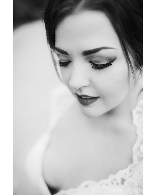 Courtney rocked her bridal session and her makeup by @maryevanmua was so on point, you can tell how good it is in black and white! . . . . . . #kelliguthriephotography #weddingphotography #southernbride #offbeatbride #theknot #makeup #birminghambotanicalgardens #blackandwhiteisworththefight #ppa #theknotweddings #alweddingphotographer #bridalphotos #bride #alweddings