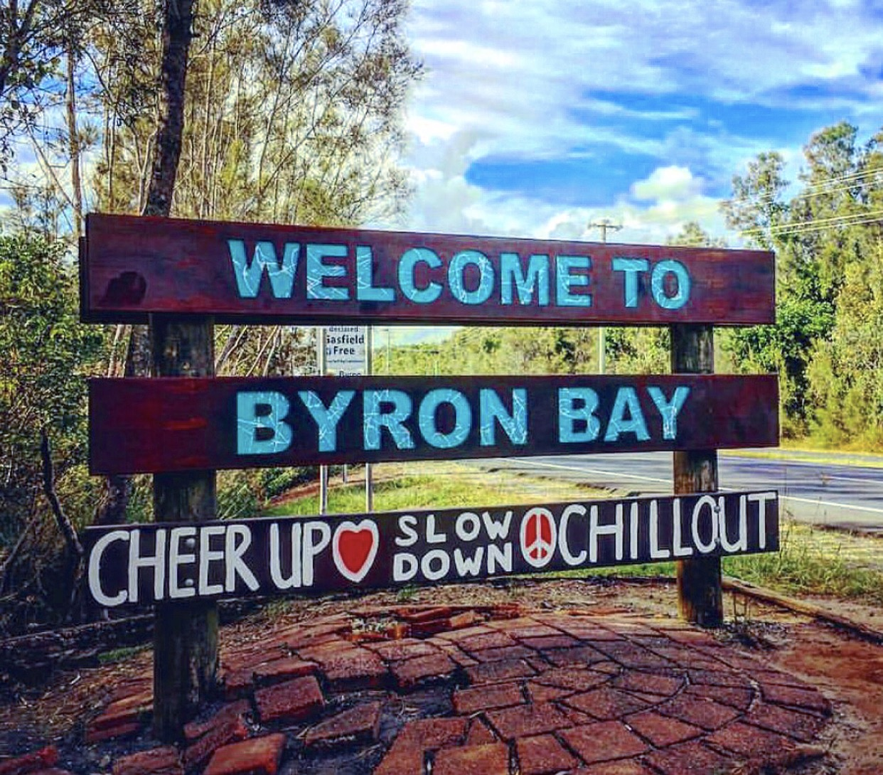 """""""Welcome to Byron bay, cheer up, slow down & chill out""""."""