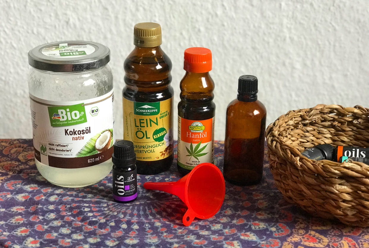 Coconut, flaxseed, hemp seed and lavender essential oil.