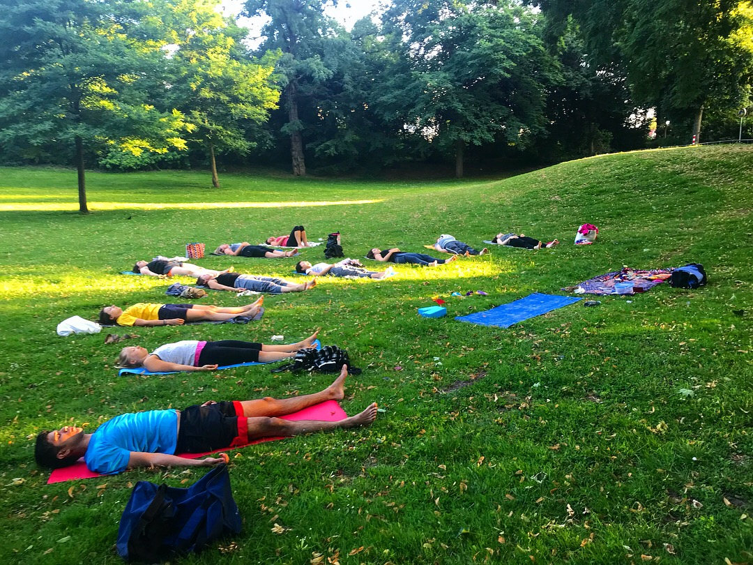 An amazing turn out to my yoga in nature class!