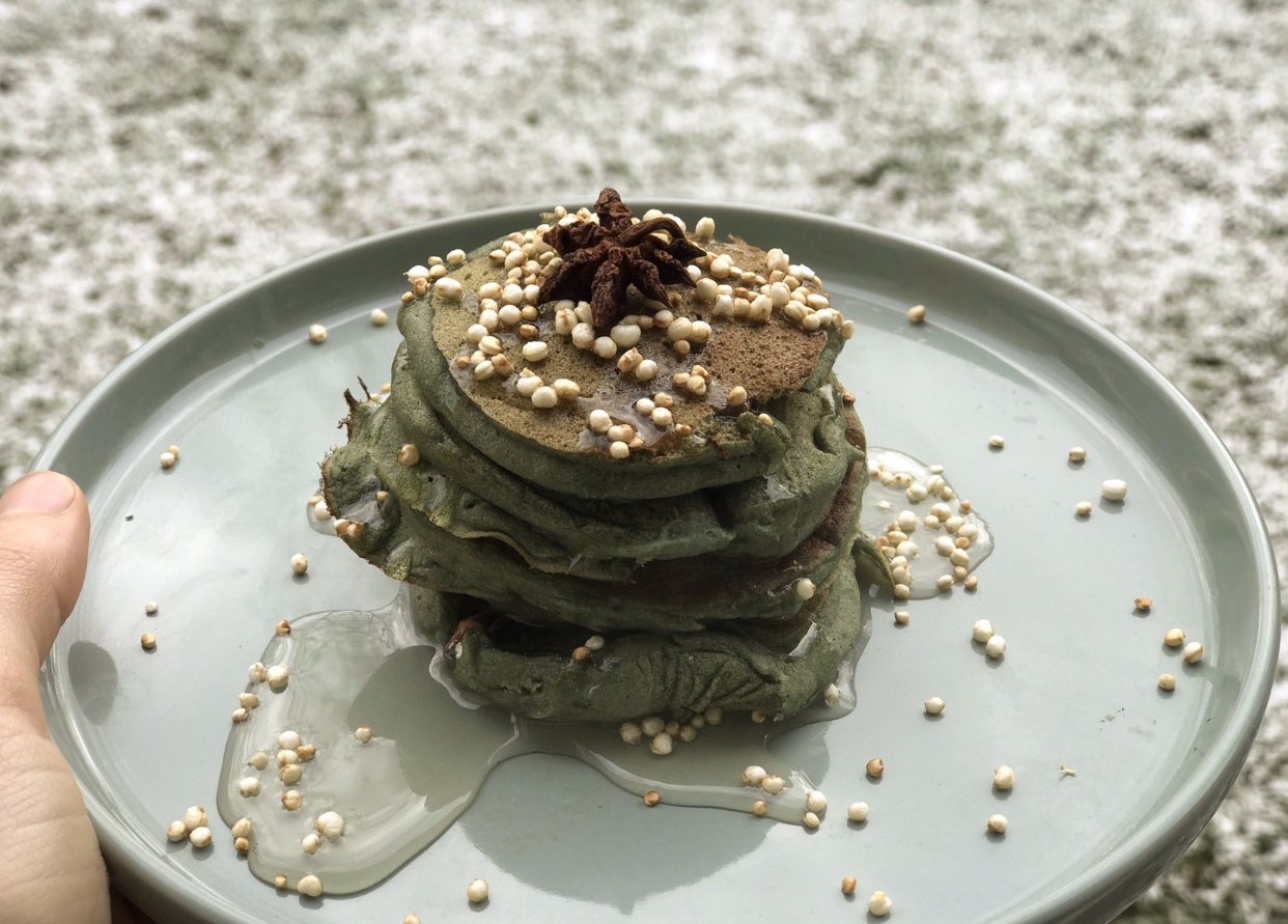 Snowy mornings & spirulina pancakes.