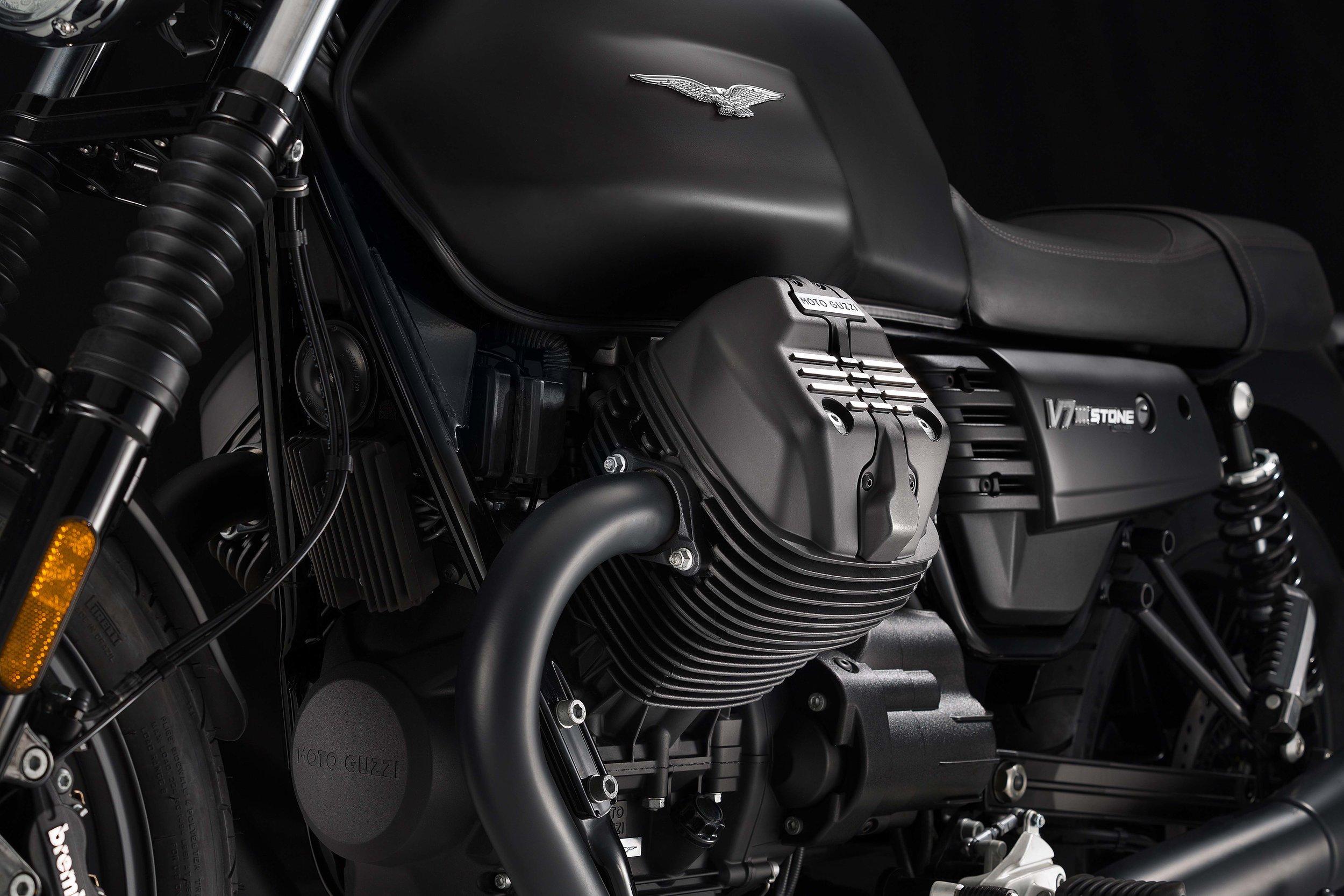Moto Guzzi V7III Stone (1).jpg