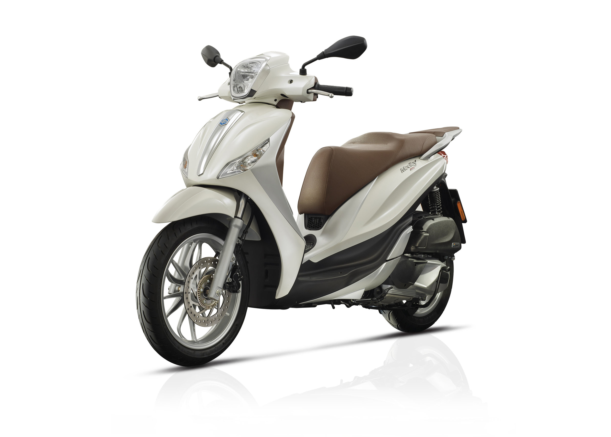 Piaggio Medley 125 equipped lateral dx 03.jpg