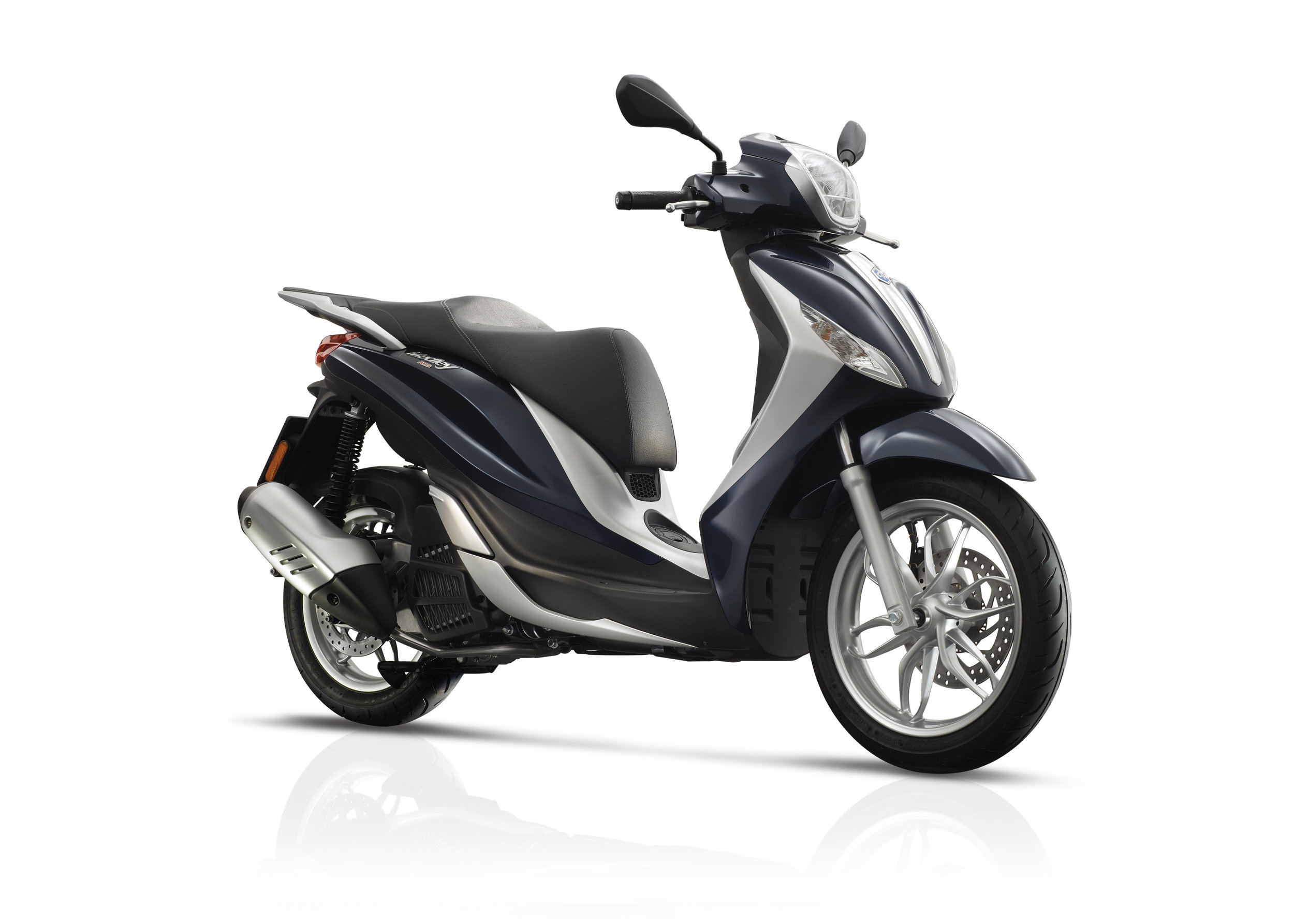 Piaggio Medley 125 equipped lateral dx 07.jpg