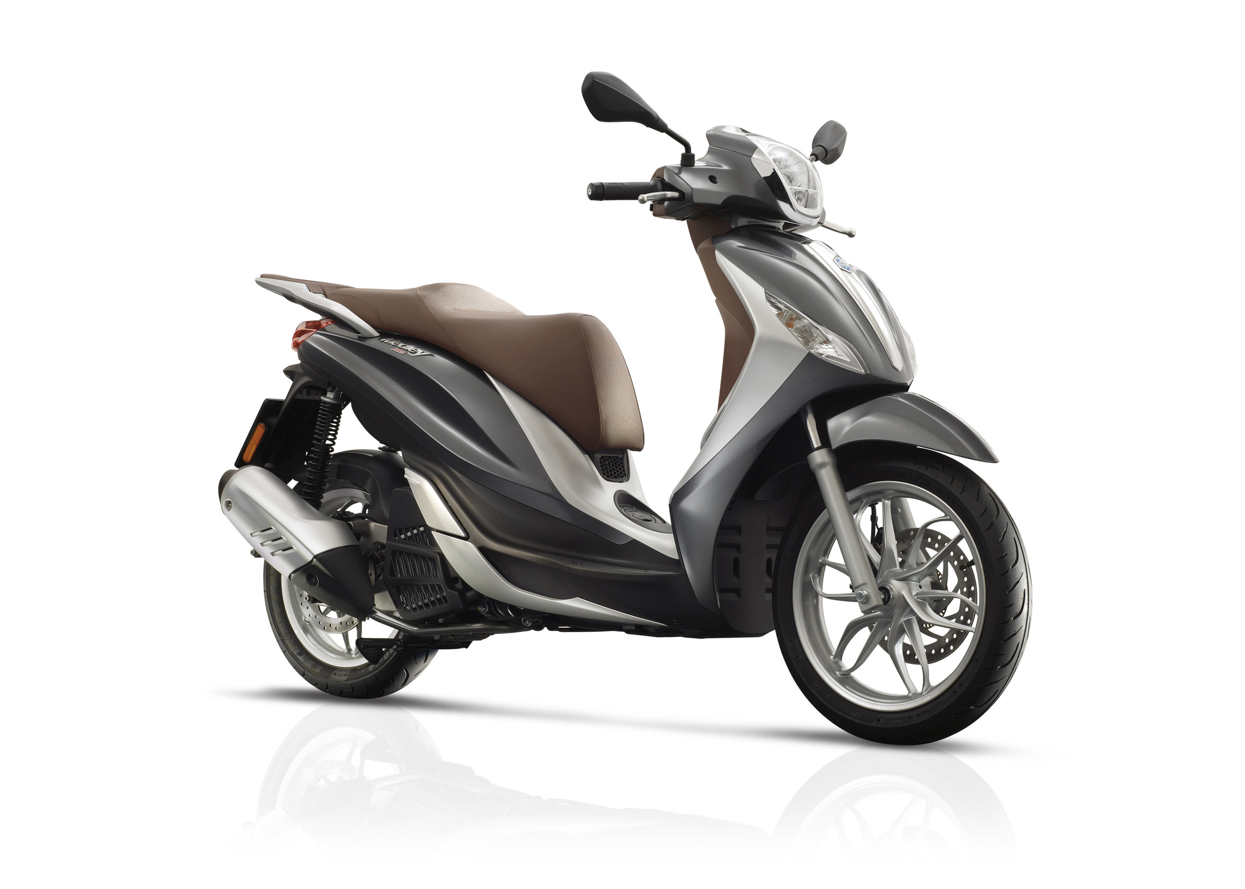 Piaggio Medley 125 equipped lateral dx 12.jpg