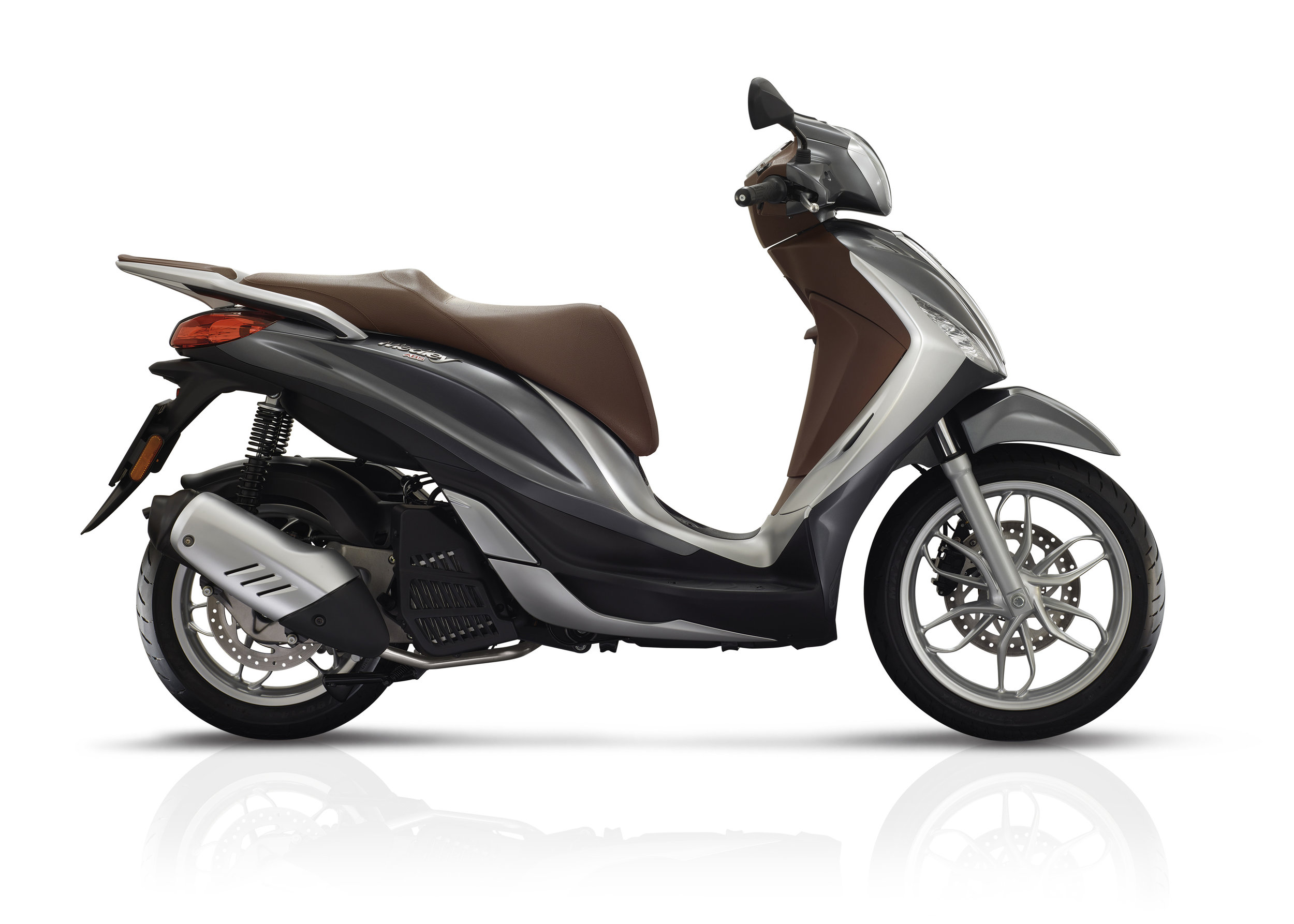 Piaggio Medley 125 equipped lateral dx 16.jpg