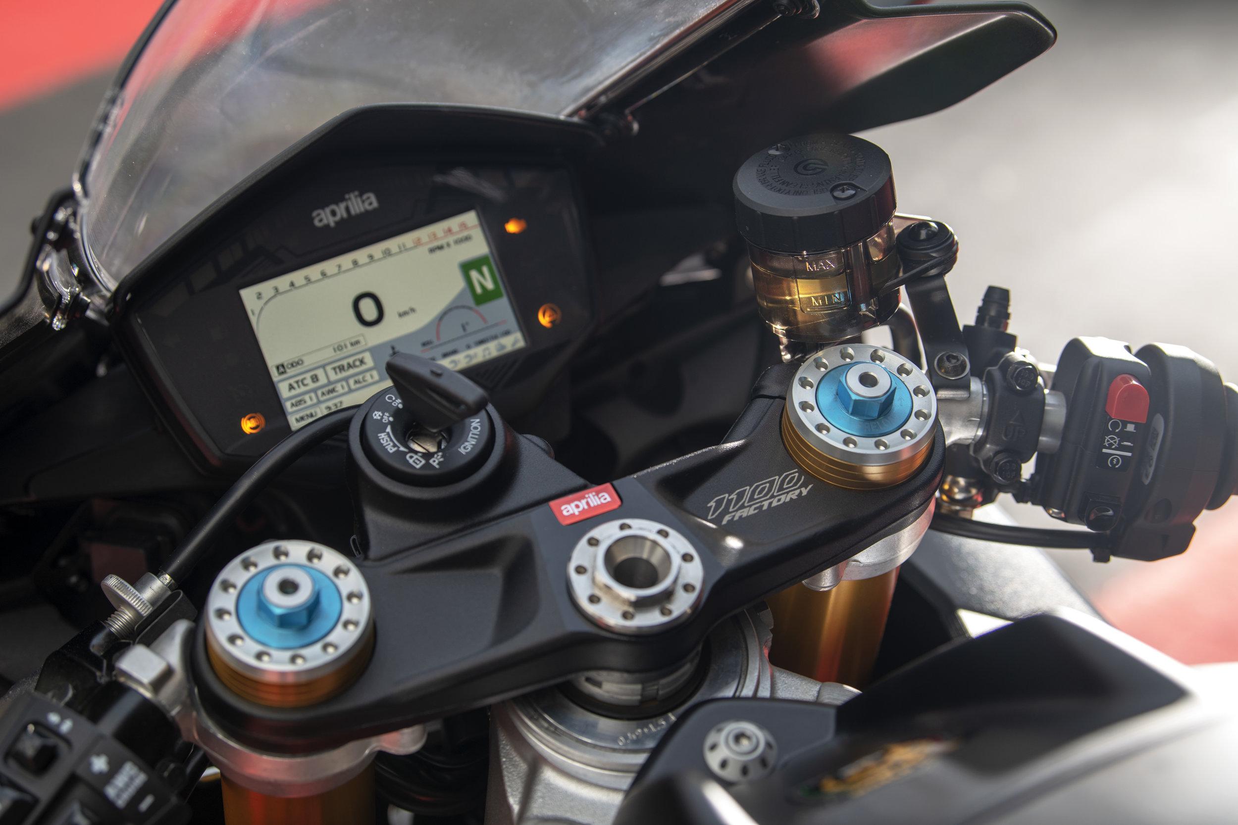 Aprilia RSV4 1100 Factory detail 2.jpg