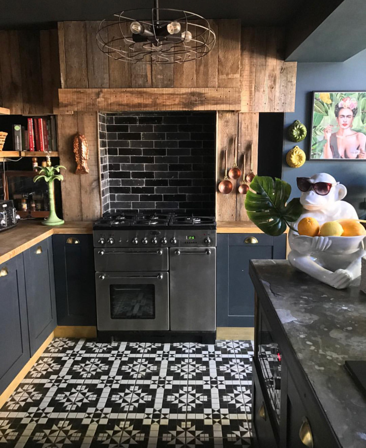 This Kitchen belongs to  Shelley@Hilaryandflo.  Full spotlight and home tour  here.