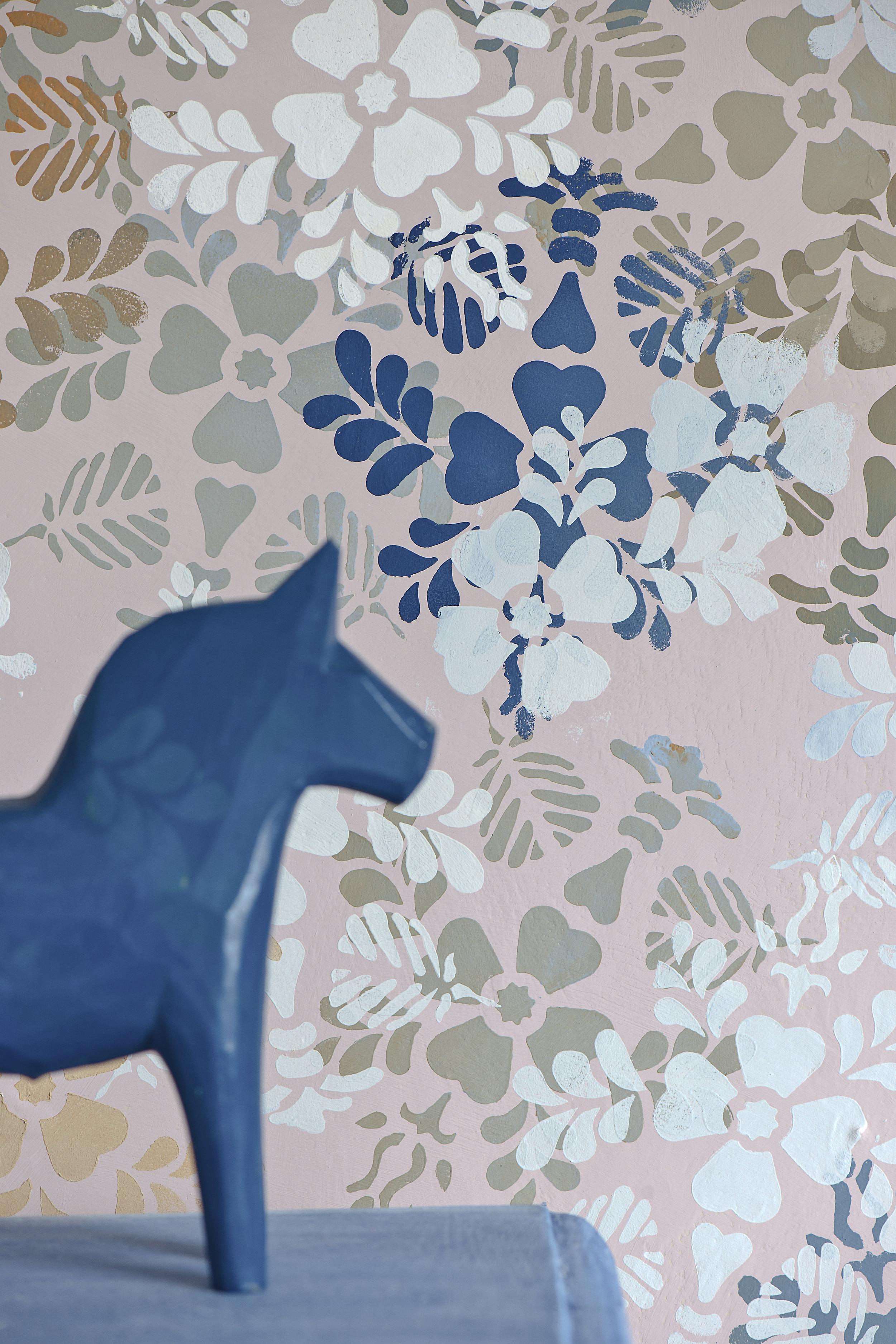 Random stencilled wall image 2 300dpi.jpg