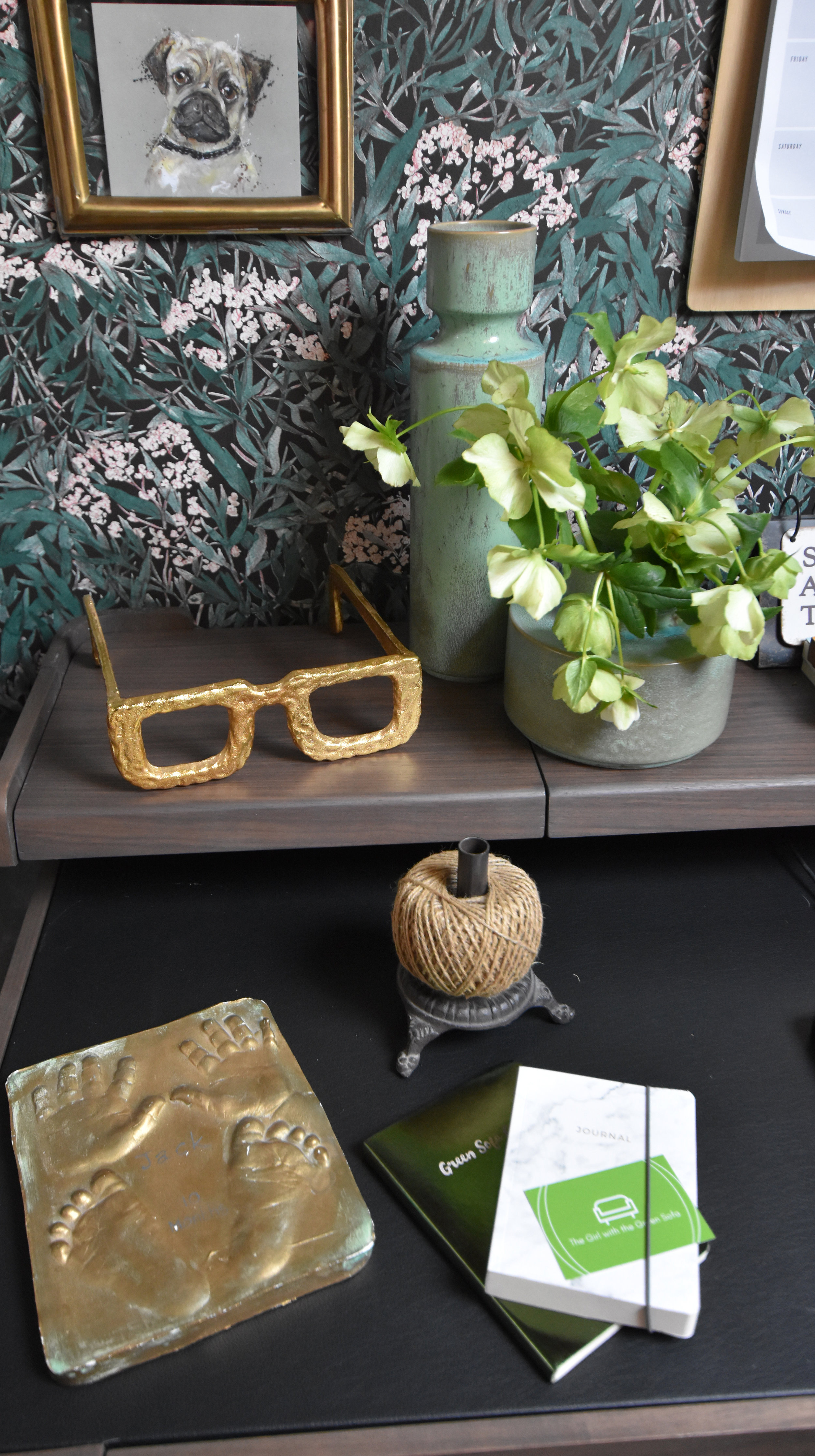 Here you can see one of my favourite treasures; baby feet and hands from my eldest son. The oversized glasses make me smile and add a quirky touch to the room.