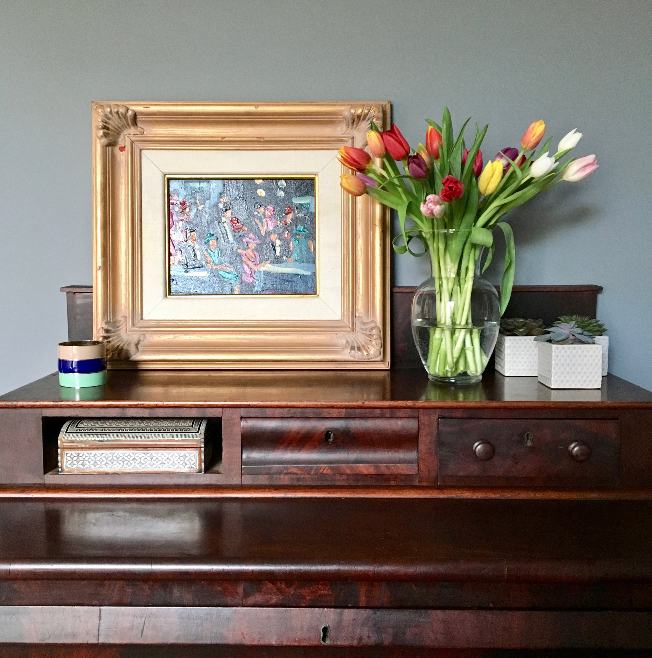 Liznylon_bedroom_colourful_art_and_flowers2.jpg